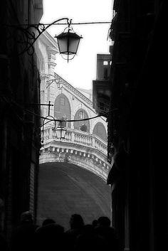 venice_fog_07_rialto by simo*, via Flickr