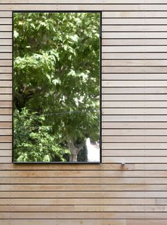 Striking Outdoor Mirror Design Adheres On Plank Wall Reflected The Tree At Eco Sustainable House To Saving More Energy Wooden Cladding Exterior, Outdoor Mirror, Garden Mirrors, Garden Privacy, Window Mirror, Wood Windows, Modern Landscaping, House In The Woods, Architecture Details