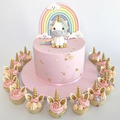 Glitter unicorn Unicorn Cake Roll - an easy cake roll recipe that is all things rainbow and UNICORN! Colorful cake and frosting, pudding whipped cream, sprinkles, marshmallows and all things glitter and fun. Unicorne Cake, Cupcake Cakes, Cake Smash, Cake Pops, Unicorn Birthday Parties, Girl Birthday, Cake Birthday, Birthday Ideas, Cake Roll Recipes