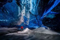 Islanda: viaggio nel ghiacciaio più profondo d'Europa