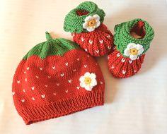 Mützen - Erdbeermütze und Schühchen Mini in rot - ein Designerstück von Edelknitter bei DaWanda