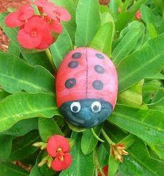 Art for Little Hands - An Easy Ladybug Rock Craft.