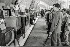 O'Halloran, Thomas J. Russian attendees look at television sets and radios at the USSR Exhibition in Sokolniki Park, Moscow, 1959. Выставка в Сокольниках, 1959.