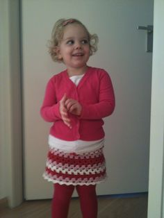 Rok haken anyone? Knitting For Kids, Crochet For Kids, Diy Crochet, Crochet Ideas, Crochet Skirts, Dressy Tops, Crochet Fashion, Christmas Sweaters, Girl Outfits