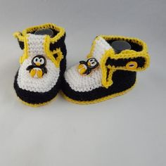 [Knitted baby booties] - Nadia's Boutique