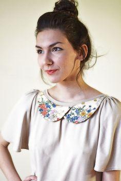 Tuniken - Beige Bluse mit Blumenkragen - ein Designerstück von Chrystalshop bei DaWanda