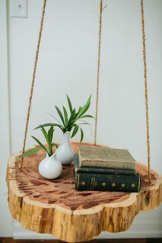 Einen hängenden Nachttisch selber bauen in vier einfachen Schritten... Eine tolle und blickanziehende Alternative zum traditionellen Nachttisch...