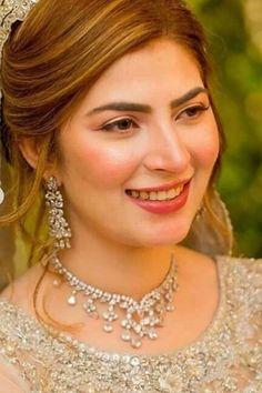 Qunoot.. Pakistani Actress, Bff Pictures, Item Number, Wedding Makeup, Makeup Ideas, Actors & Actresses, Divas, Celebrity, Angel