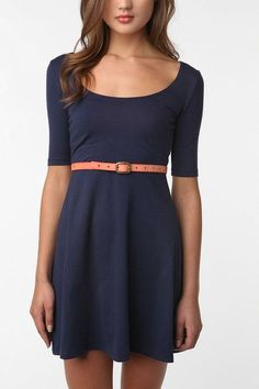 Perfect Dress! I want a pattern for this so I have one in every color.