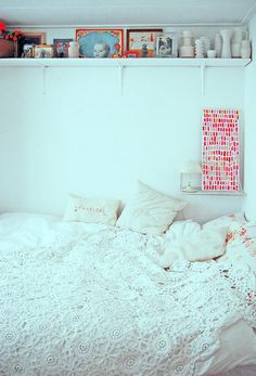 cozy and clean bedroom: a bedroom with an uncluttered atmosphere, a place to relax and have good dreams in