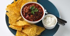Oregano, chilli and cumin spice up this easy chilli con carne. Use beef mince for economy and make it stretch by adding kidneys beans - they& give an extra protein hit, too! Best Freezer Meals, Make Ahead Meals, No Cook Meals, Freezer Food, Chilli Con Carne Recipe, Chilli Recipes, Beef Mince Recipes, Bbc Good Food Recipes, Cooking Recipes