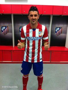 David Villa: Aquí me tenéis con mi nueva camiseta. Ya tengo ganas de estrenarla!!! Here you have my new shirt!!!