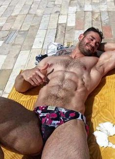 """lifecomesfrommen: """"Hot Muscle Hunk. Look at those fuckin thighs """""""