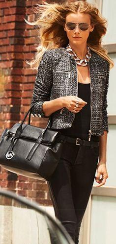 Chic black outfit with a must-have Michael Kors handbag Estilo Fashion, Look Fashion, Kids Fashion, Womens Fashion, Street Fashion, Fashion Fall, Fashion Wear, Latest Fashion, Fashion Trends