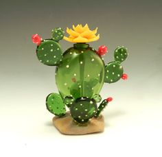 Glass Cactus Sculpture – Cactus Perfume Bottle by Garrett Keisling Art Glass Perfume Bottle Cactus Decor, Cactus Art, Stained Glass Flowers, Fused Glass Art, Paper Mache Sculpture, Sculptures, Recycler Diy, Glass Cactus, Glass Fusing Projects