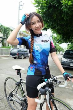 Memangnya aku ini gowes sendirian? Sembarangan!!! Bicycle Women, Bicycle Girl, Triathlon, Female Cyclist, Cycling Girls, Cycle Chic, Biker Girl, Athletic Women, Sport Girl