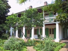 Front of Pitot House in New Orleans, LA.  The style of the Pitot House is ensuite—with no hallways and an outdoor stairway. The house was designed with hot summers and insects in mind. The doors were positioned across from each other to keep cool air moving. The extended galleries on both the bottom and top levels of the house keep the sun off the walls and offer outdoor breezeways. New Orleans Homes, New Orleans Louisiana, Louisiana Homes, Beautiful Homes, Beautiful Places, Louisiana Plantations, Canadian Culture, Georgie, Garden Landscaping