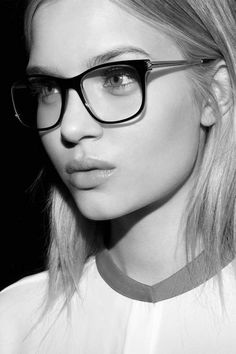 Fashionable Glasses. 2017 Eyeglasses Trends. It's a party of colours, reds and browns being at the top, and a party of cool geeks.