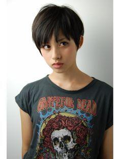 【丸顔さんに似合う髪型】ショートのヘアスタイルまとめ - curet [キュレット] まとめ
