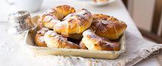 Na svatomartinském stole nesmí chybět ani nic sladkého. Upečte si doma na tento den něco opravdu tradičního. Třeba lahodné svatomartinské rohlíčky s ořechovou nádivkou.