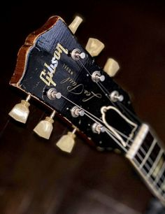 Gibson Acoustic, Gibson Guitars, Acoustic Guitars, Vintage Electric Guitars, Vintage Guitars, Guitar Solo, Guitar Amp, Les Paul Guitars, Gibson Les Paul