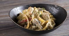 Pappardelle noodles with chicken a la crème Pasta Recipes, Dinner Recipes, Greek Menu, Pappardelle Pasta, Pasta Noodles, Chicken Alfredo, Greek Recipes, Creme, Food To Make