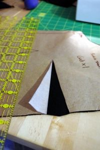Nifty way to marks darts...also, a clever trick for marking pleat lines
