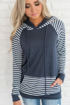 Two toned hoodie - navy simple fall outfits, fall outfits casual winter outfits Fall Outfits 2018, Simple Fall Outfits, Casual Winter Outfits, Cute Outfits, Girl Outfits, Gamine Style, Winter Stil, Autumn Winter Fashion, Fall Fashion