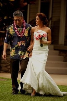 3c911a4038 Jennifer and Michael s Maui beach  wedding was all about celebrating  personal style in a beautiful