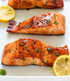 Pan fried and served with a sweet and sticky honey lemon glaze. I've got the perfect dinner idea for a busy weeknight: This H 20 Minute Honey Garlic Salmon. Pan fried and served with a sweet and sticky honey lemon glaze. Fish Recipes, Seafood Recipes, Dinner Recipes, Cooking Recipes, Healthy Recipes, Healthy Meals, Healthy Sauces, Salmon Dishes, Seafood Dishes