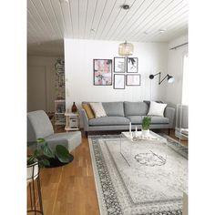Focus-tuoli ja Kaarna-sohva • @sankos80 •  Verhoiluna Counter-kangas (Light Grey 60). • www.finsoffat.fi/tuote/focus-lepotuoli • www.finsoffat.fi/tuote/kaarna-3-istuttava-sohva Counter, Living Room Decor, Inspirational, Contemporary, Grey, Home Decor, Drawing Room Decoration, Gray, Decoration Home