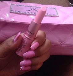 Pink Lipstick and Nails Sexy Makeup, Beauty Makeup, Easy Breezy Beautiful Covergirl, Mac Makeup Looks, Art Visage, Color Me Beautiful, Glitter Lips, Fabulous Nails, Favim