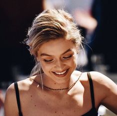gigi hadid, model, and smile image - inspired by - Style Gigi Hadid, Bella Gigi Hadid, Gigi Hadid Gif, Pretty People, Beautiful People, Coachella, Style Couture, My Hairstyle, Hairstyles