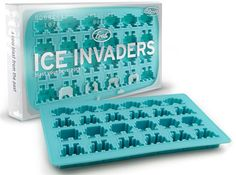 Space Invaders are hiding in your beverage. The only solution is to eat them in one swallow. Apparently the Space Invaders ice cube tray gives you a chance to p Space Invaders, Ice Cube Trays, Ice Tray, Ice Cubes, Skyrim, Video Game Party, Video Games, Ice Molds, Soap Molds