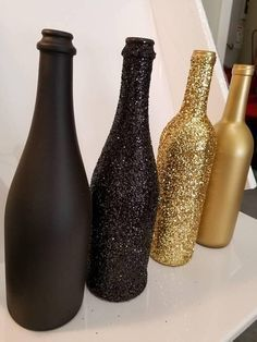 Set of 4 - Great Gatsby / Roaring themed GLITTER Wine Bottles Sparkling Wedd., Set of 4 - Great Gatsby / Roaring themed GLITTER Wine Bottles Sparkling Wedding Bridal Party Centerpiece or Home Decor bling. Glitter Wine Bottles, Wine Bottle Crafts, Bling Bottles, Gold Bottles, Painted Bottles, Paint Wine Bottles, Glitter Jars, Glitter Letters, Champagne Bottles