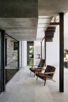 Mooie grijze hardsteen vloertegels in een Spaanse villa   Nibo Stone   www.nibostone.nl