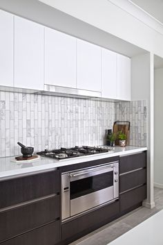 Clarendon Homes. Manhattan Built in 900 Smeg oven, inclusive in Diamond inclusions.