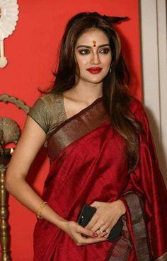 Saris, Saree Trends, Saree Models, Stylish Sarees, Elegant Saree, Indian Fashion Dresses, Saree Look, How To Pose, Most Beautiful Indian Actress