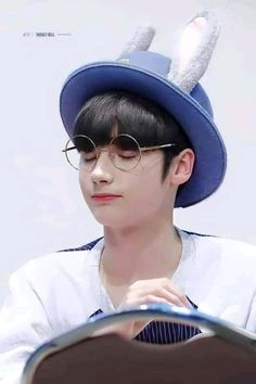 Lil Boy, Cute Gif, Music Artists, Kpop Boy, Chanyeol, Panama Hat, Kawaii, Babies, Kpop Groups