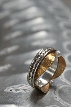 """Wat een bijzonder sieraad deze zilveren """"Piëza"""" ring. www.molitli.nl"""