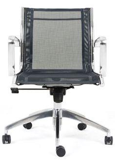 A Skynet possui encosto e assento unidos pela estrutura, muito comum no  design retrô, o que a transforma também em uma peça de decoração. Design Retro, Chair, Furniture, Home Decor, Chairs, Stool, Interior Design, Home Interior Design, Arredamento
