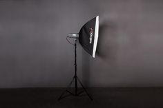 Zwar macht die Ausrüstung allein noch keingutes Foto, trägt aber einen wesentlichen Teil dazu bei. Für uns Grund genug,in ein eigenes, kleines »Fotostudio« zu investieren –das Studio im Studio sozusagen.