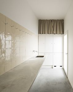 Image 16 of 24 from gallery of House in Alfama / Matos Gameiro Arquitectos. Photograph by Daniel Malhão Kitchen Interior, House Design, House, Interior, Home, Interior Architecture, House Interior, Bathroom Design, Loft Interior Design