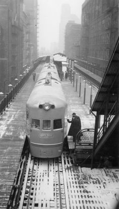 Boarding the North Shore Line in the Loop, 1941, Chicago. Malcolm McCarter from David Sadowksi's CERA blog, Update: Nice note from David Sadowski: FYI, the actual credit line on the Electroliner photo should read that it was taken by Malcom D....