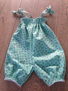 Babygeschenkje: baby jumpsuit 'Fairy Dance' - Ottobre 3/2014
