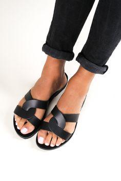 Leather Sandals for Women, Greek Sandals Made in Greece, Ancient Greek Sandals, Sandales Cuir MYRINA BEIGE Slip On Sandals Outfit, Gladiator Sandals Outfit, Black Sandals, Leather Sandals, Fashion Capsule, Ancient Greek Sandals, Greece, Slippers, Beige
