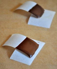 How to Temper Chocolate - One of the most important parts of candy-making. How To Temper Chocolate, Chocolate Work, How To Make Chocolate, Melting Chocolate, Chocolate Garnishes, Chocolate Recipes, Candy Recipes, Sweet Recipes, Homemade Shortbread