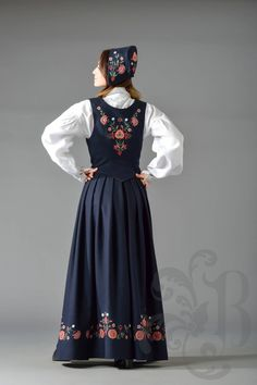 Bardu og Målselv bunad Folk Costume, Costumes, Norwegian Clothing, My Heritage, Traditional Outfits, Cosplay, My Style, Blog, Clothes