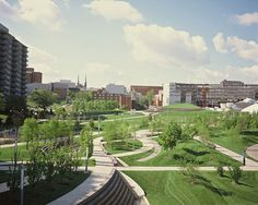 Building upon the master plan by Hargreaves Associates for the University of Cincinnati, Campus Green transforms an asphalt parking lot into open lawns, gardens and an arboretum. The circulation system that winds through the space, a series of intertwined…