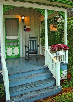 Patio with Screen Porch . Patio with Screen Porch . the Plexiglass On top Of the Pergola Might Be A Good Idea Small Front Porches, Decks And Porches, Cottage Porch, Cottage Style, Pavillion, Porch Decorating, Outdoor Living, Screen Doors, Porch Ideas